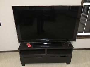 "52"" Samsung LCDtv. Tv stand included"