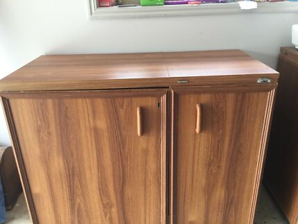 Horn sewing Cabinet with trim and Overlocker arm(stool not excluded)
