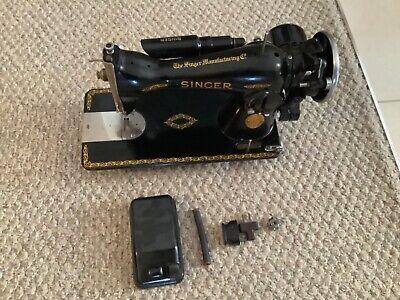 Vintage SINGER Sewing Machine Model 15-91