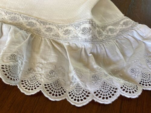 """EARLY UNUSED ANTIQUE APPENZELL LINEN & LACE  SHOW TOWEL~UNUSED~15"""" w X  24"""" L"""