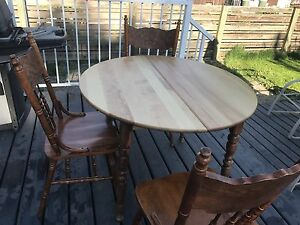 Expandable Antique Table with 7 chairs