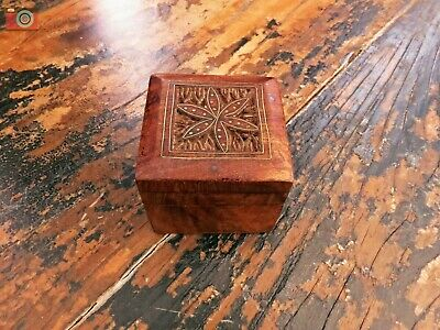 SMALL 20th CENTURY HAND MADE INLAID BOX. Ring, Jewellery, Trinkets.
