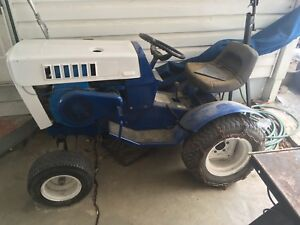 1971 Sears ss14 garden tractor(sold pending pick-up)
