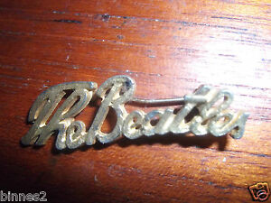 THE-BEATLES-SCRIPT-BROOCH-BADGE-PIN-GOLD-COLOURED-GENUINE-ITEM-FROM-THE-1960s