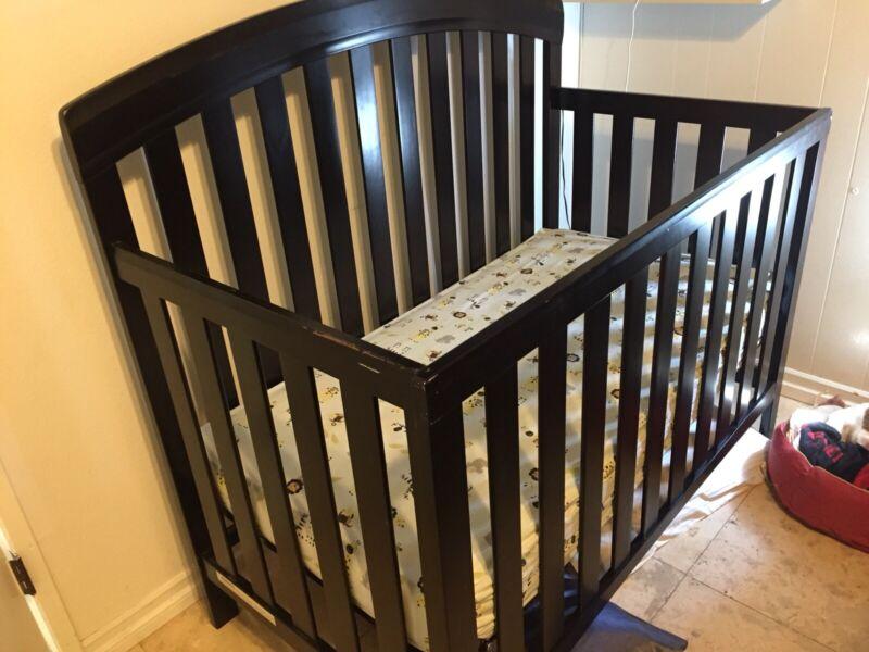 Sorelle Baby Toddler Urban 4 in 1 Crib with Matress Espresso
