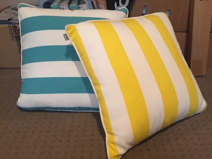 2x pillows