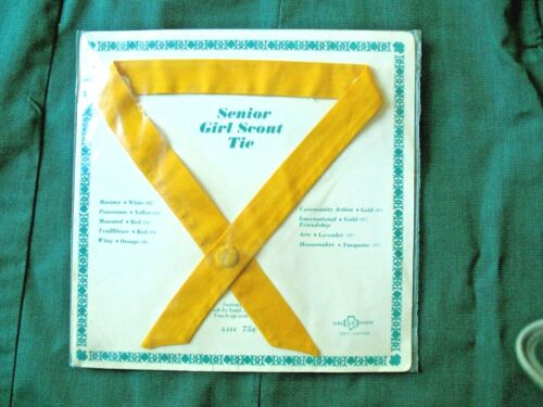 RARE 1963 YELLOW Senior Girl Scout Uniform Tie NEW in Pkg. PANORAMA Inter. PATCH