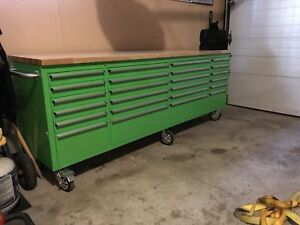 Large tool box mint condition