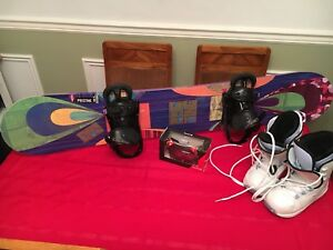 Snowboard with boots, bindings and Bolle googles- Never used