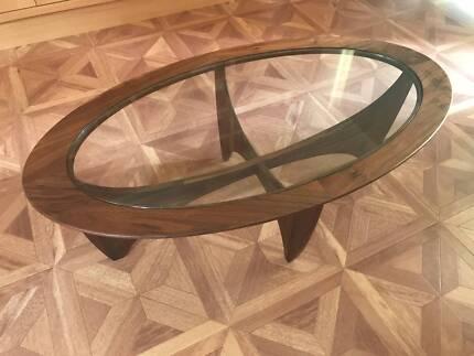 MATT BLATT MODERN GLASS COFFEE TABLE RRP$995 NEAR NEW CONDITION
