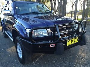 2003 V6 automatic Toyota Hilux SR5 4x4 immaculate Richmond Hawkesbury Area Preview