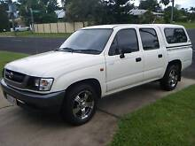 2004 Toyota Hilux dual cab petrol automatic Bayview Heights Cairns City Preview