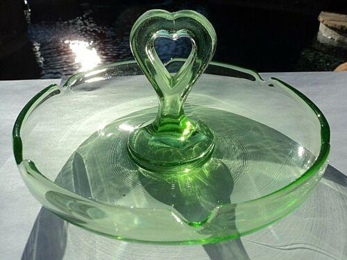 L.E. SMITH GREEN URANIUM GLASS HEART SHAPE CENTER HANDLE TID BIT DISH / ASHTRAY
