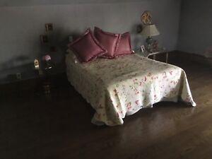 Lit double matelas sommier et basse de lit en métal et roulette