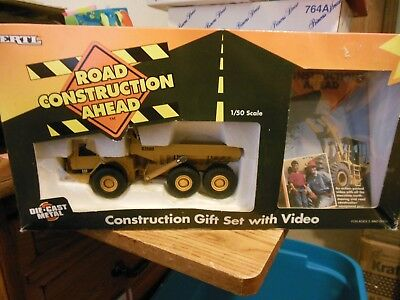 Ertl Caterpillar D350D Articulated Dump Truck 1:50 Scale Road Construction Ahead