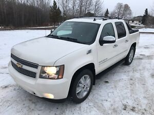 2010 CHEVROLET AVALANCHE LTZ DIAMOND WHITE