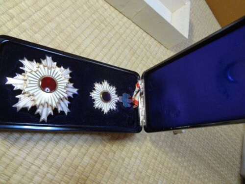 WWII Japanese Order of the Rising Sun 2th Class Medal Badge Military Aymy Navy