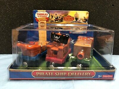 Wooden Pirate Ship (Thomas & Friends  Wooden Railway - Pirate Ship Delivery)