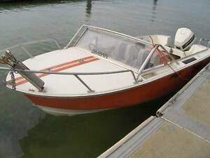 Runabout fishing ski tube boat