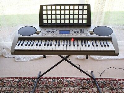 Yamaha Portatone EZ-30 light up Keyboard & power lead In Working Order 61 key