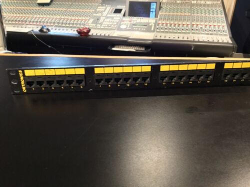 network cat  patchbay ORTRONICS  panel rackmount patch bay