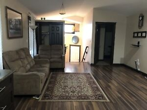Three bedrooms house upper level for rent October 1