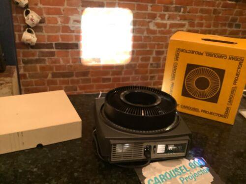 Vintage Kodak Carousel 750 Slide Projector w/ Carousel 80 slide tray