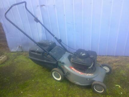 Victa 4.5 HP 4 stroke Lawn Mower and catcher, with warranty Sunshine North Brimbank Area Preview