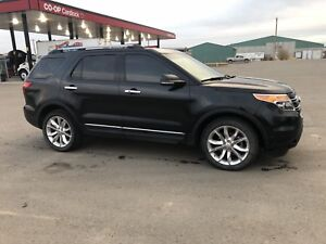 2013 Ford Explorer Ltd *low km's *priced to sell