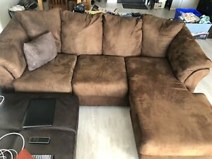 Brown sectional couch, in great condition