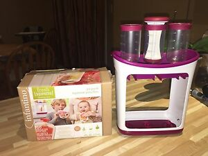 Infantino squeeze station and pouches like new
