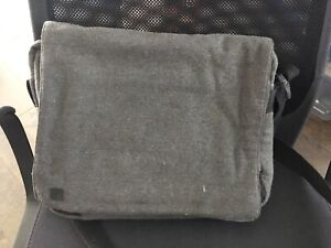 Hex urban business messenger, with iPad window (good condition)