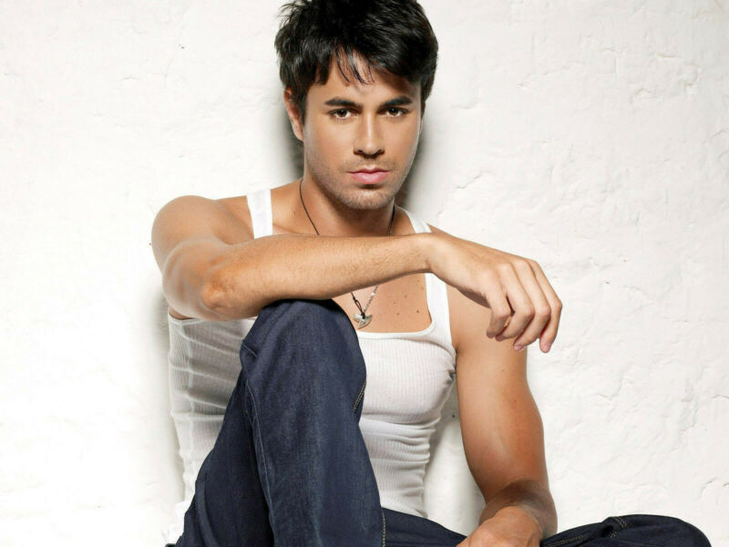 ENRIQUE IGLESIAS 8X10 GLOSSY PHOTO PICTURE