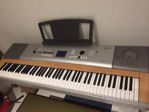 yamaha portable grand keyboards pianos gumtree. Black Bedroom Furniture Sets. Home Design Ideas
