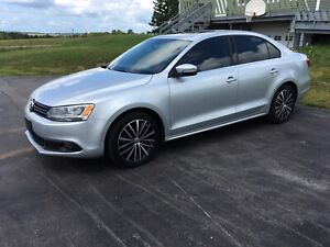 2014 Jetta TDi diesel Highline with leather & backup camera