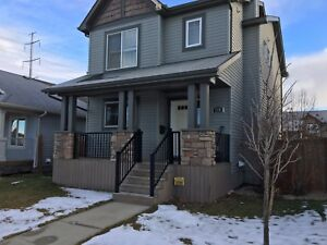 Great location, 2 story house in Vanier woods for rent