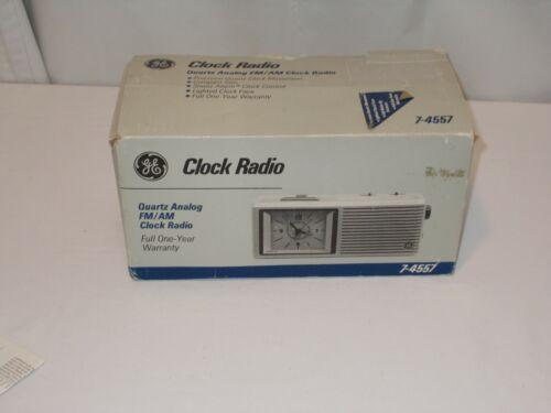 Vintage General Electric GE Quartz Analog AM/FM Clock Radio Model 7-4557A