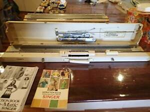 Singer Knitting Machine, Ribber and Accessories ...