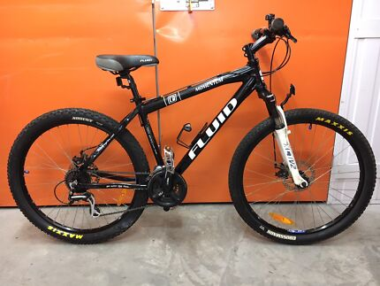 DUAL DISK FLUID MOMENTUM MOUNTAIN BIKE IN EXCELLENT CONDITION