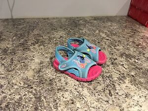 Dory Sandals Size 5