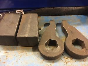 """Lift kit  for sale. 99-06 gmc. 2"""" front. 1"""" rear. Ready lift"""
