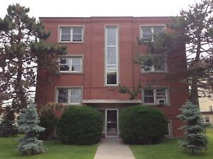 BRIGHT AND SPACIOUS 2 BD IN CENTRAL LOCATION! 10- 311 Westdale