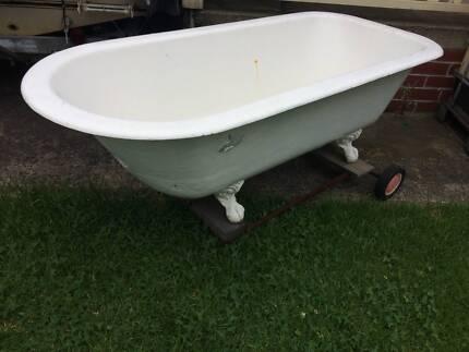 Cast Iron Claw Foot Bath