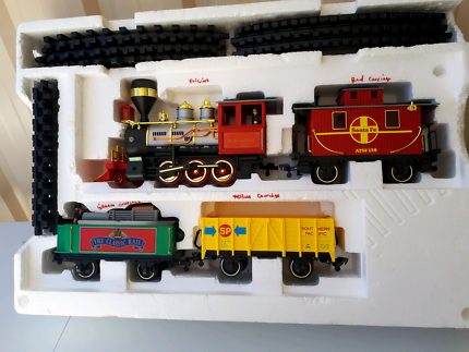 ECHO  20  PIECE BATTERY OPERATED G-SCALE TRAIN SET