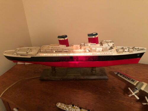 VINTAGE IDEAL SS UNITED STATES LIGHTED SHIP MODEL