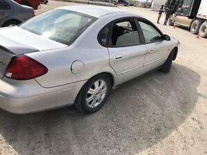 2003 ford taurus SEL (204-951-3509)