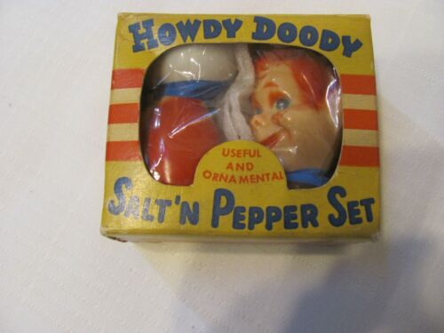 VINTAGE T.V. CHARACTER HOWDY DOODY PLASTIC SALT AND PEPPER SHAKERS IN BOX