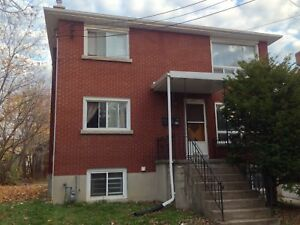 ATTN STUDENTS: 1 BDRM IN GREAT LOCATION! 1-339 Albert St