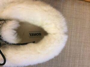 Women's Sorel slippers size 10,  London Ontario image 2