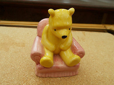 ROYAL DOULTON WINNIE THE POOH COLLECTION WINNIE THE POOH IN THE ARMCHAIR WP4